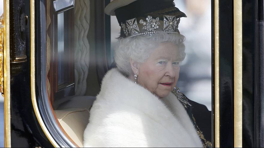 İngiltere Kraliçesi Elizabeth parlamentonun resmi açılışını yapıyor