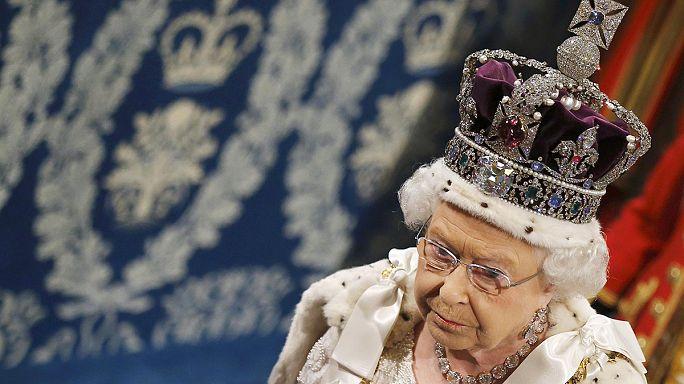 Furcsa brit hagyomány: túszejtéssel jár a királynő beszéde