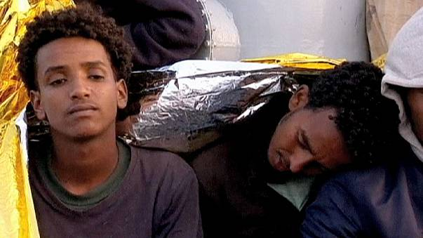 Приплывших беженцев будут переселять вглубь ЕС