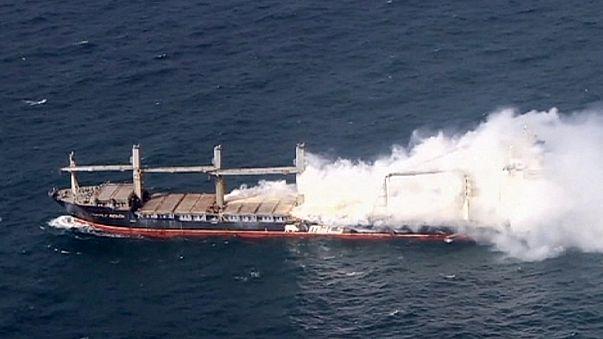حريق هائل يشب في سفينة ألمانية واحتمال انفجارها في أية لحظة