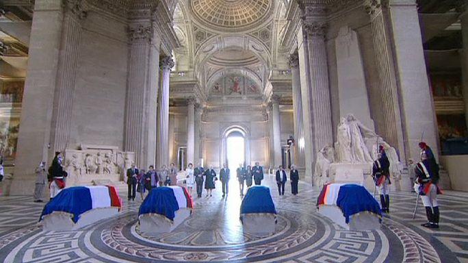 Прах четырех героев Сопротивления перенесли в Пантеон