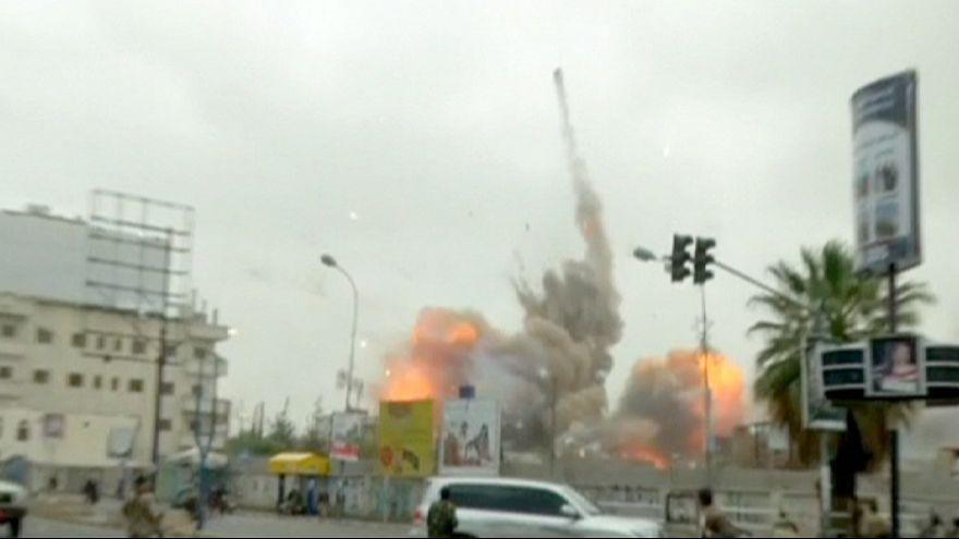 Iémen: Aviões da coligação saudita matam pelo menos 80 pessoas