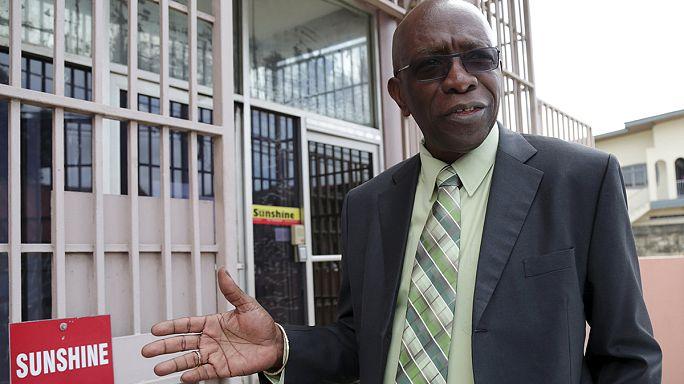 ايقاف مسؤولين كبار في الفيفا بسبب تهم فساد