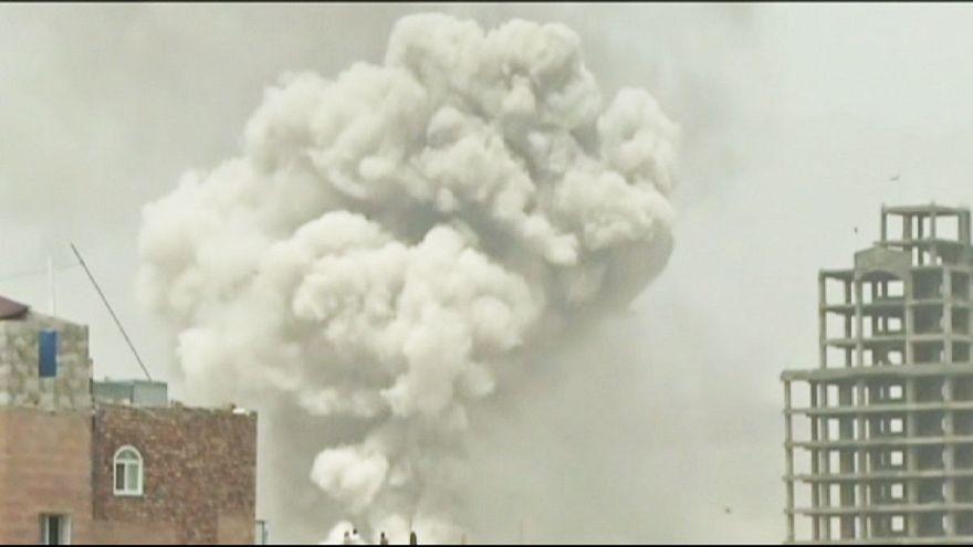Yemen: deadly air strike hits rebel base