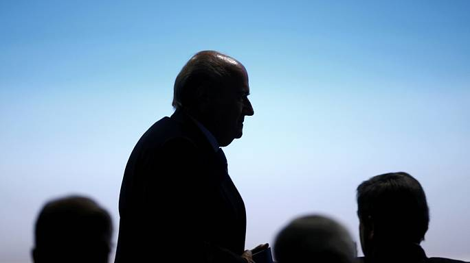 FIFA-gate: Blatter bujkál, dől tovább a dominó