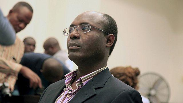 """الحبس مع وقف النفيذ لمؤلف """"الماس الدموي: التعذيب والفساد في أنغولا """""""