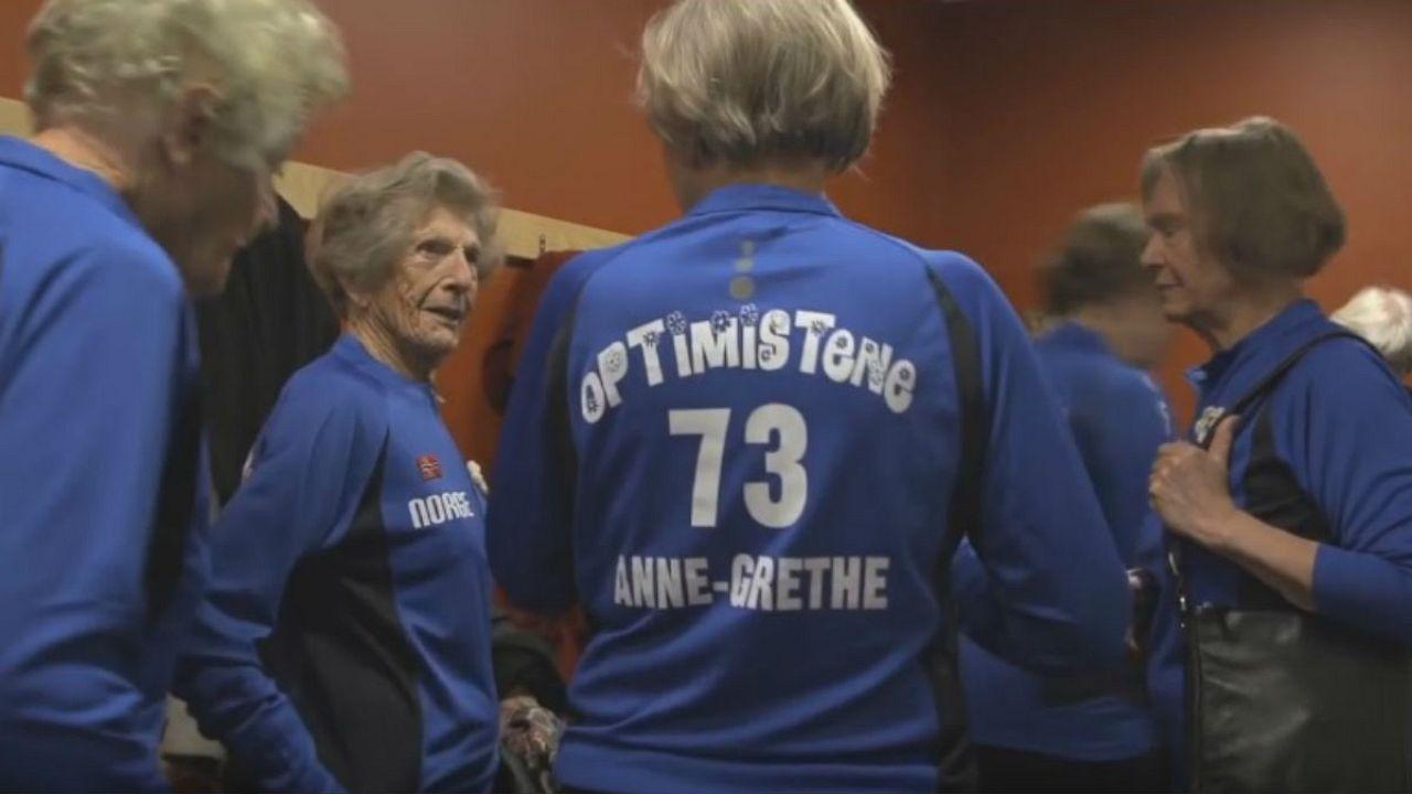 """""""Les Optimistes"""", un documentaire norvégien qui va vous faire rire et vous donner envie de jouer au volley-ball"""