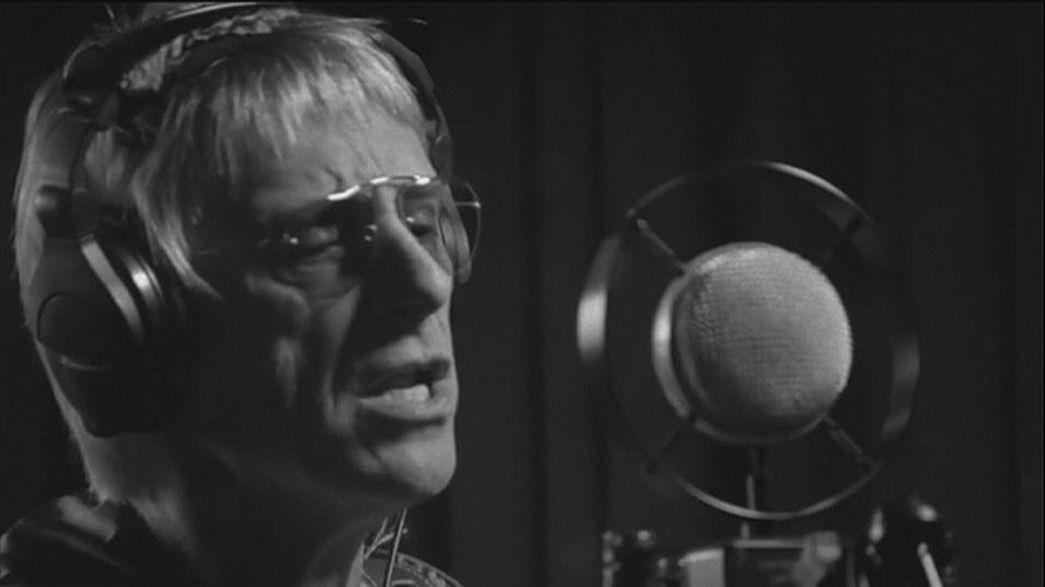 Paul Weller sutba dobta az akusztikus gitárokat