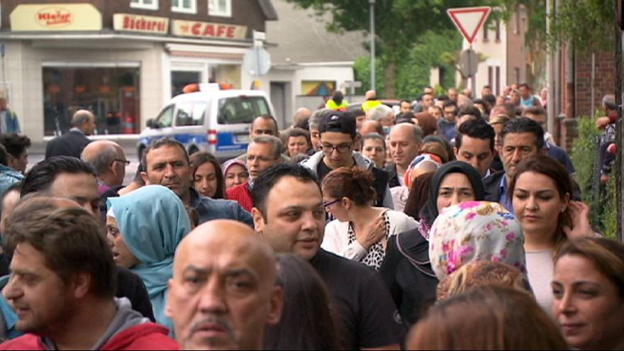 Los turcos en el extranjero votan por primera vez en las generales