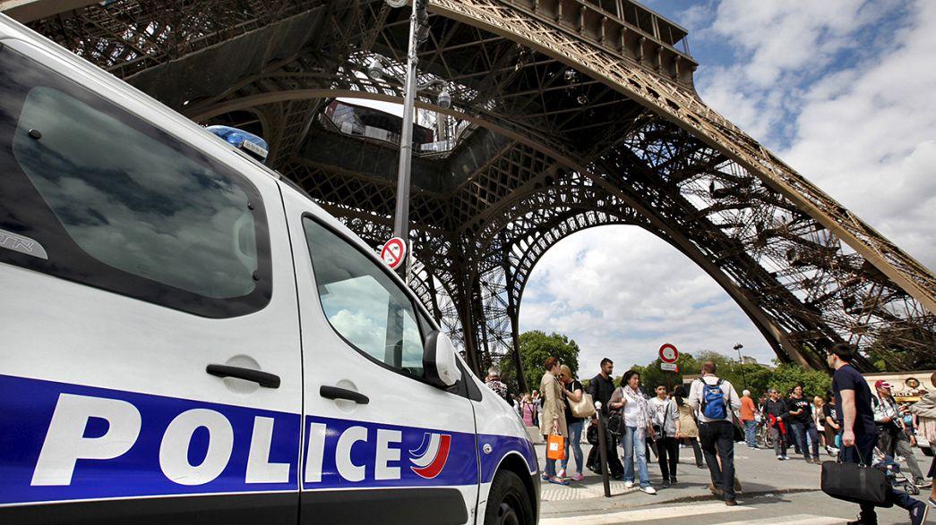La policía de París desarticula una red de carteristas que operaba en la Torre Eiffel