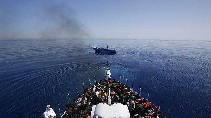 17 menekült holttestére találtak rá egy rozoga bárkán a líbiai partoknál