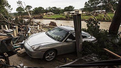 Texas: Inundações fazem 21 mortos