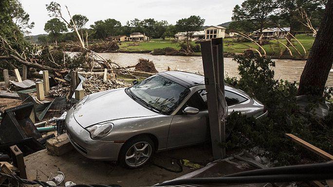 تكساس تحت وطأة عواصف رعدية قاتلة
