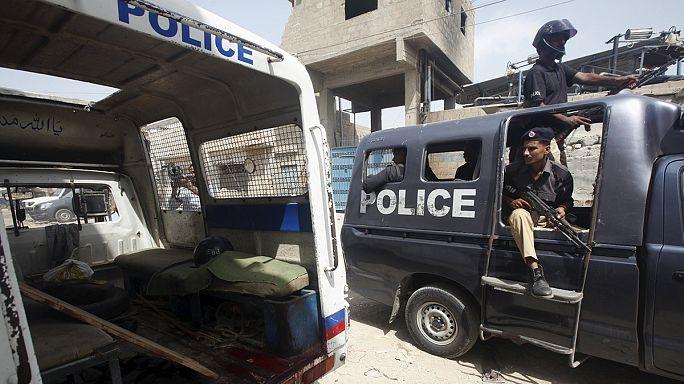 Pakistan'da silahlı saldırganlar yolcuları katletti