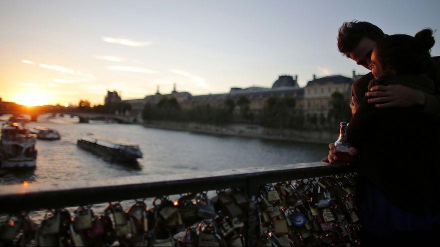 No more 'love-locks' on Paris' Pont des Arts bridge!