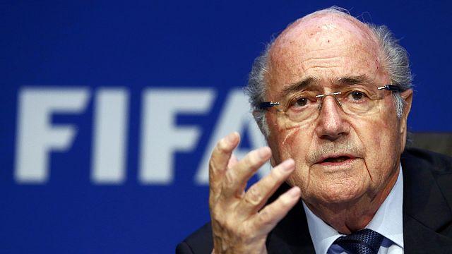 Koltuğunu koruyan Blatter iddialara cevap verdi