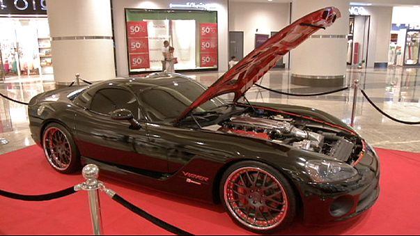 """عرض سيارات فيلم """"فاست اند فيوريس 7"""" أمام الجمهور في الامارات"""