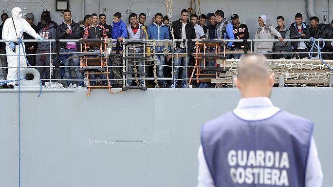 Olaszország: több mint 4200 menekültet mentettek meg egy nap alatt