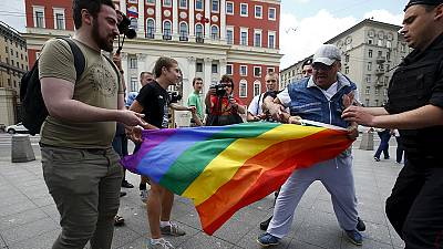 Arrests as pro and anti-gay rights activists clash in Moscow