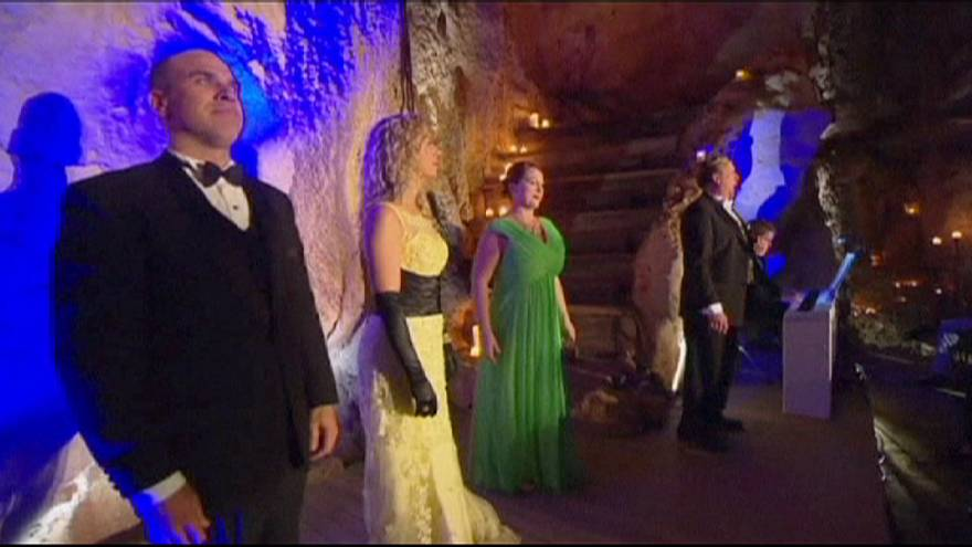 Oper in der Höhle
