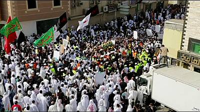 Arábia Saudita: milhares de xiitas condenam ataques dos extremistas sunitas