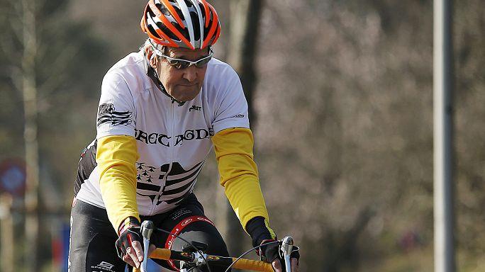 كيري يقع عن دراجته ويكسر عظم الفخذ الايمن
