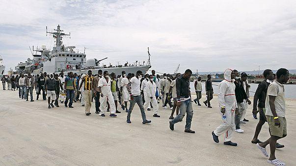 İtalya kıyılarına göçmen akını hız kesmiyor