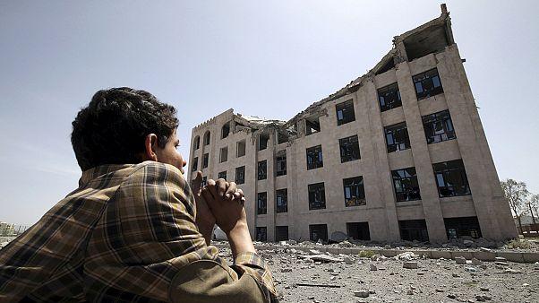 Decenas de personas se manifiestan en Saná para pedir el fin de los bombardeos