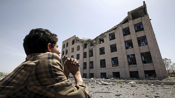 Koalisyon güçleri Yemen'de spor kompleksini hedef aldı