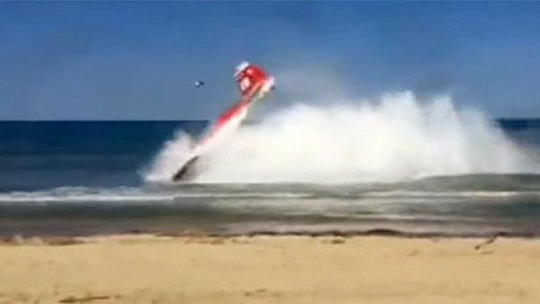 Akrobasi uçakları havada çarpıştı