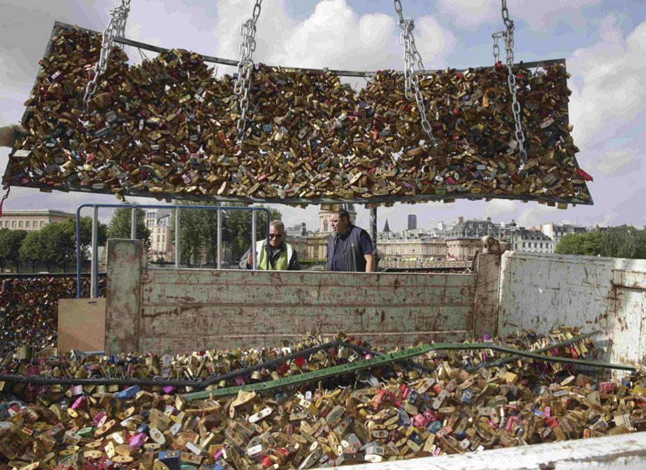 Paris : le pont des Arts libéré des