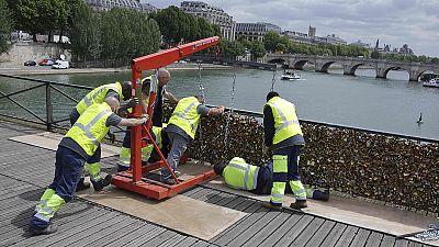 Le Pont des Arts à Paris : 50 tonnes d'amour, c'était trop lourd à porter !