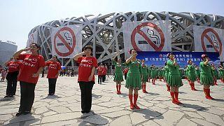 Pekín prohíbe desde este lunes fumar en todos los espacios públicos cerrados