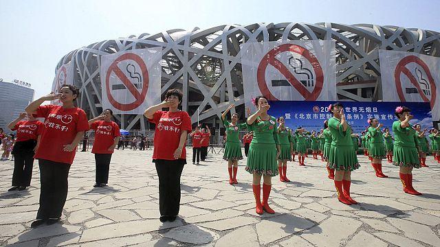 بيكين تقررمنع التدخين في الأماكن العامة وفرض غرامات مالية على المخالفين للقانون