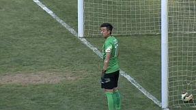 Thirsty Chinese goalkeeper leaks goal
