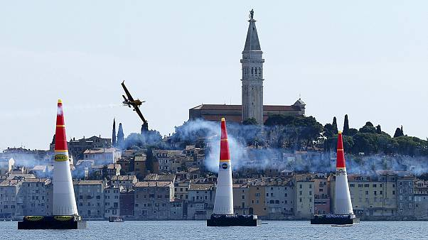 Red Bull Air Race: Mit 370 km/h in die Kurve