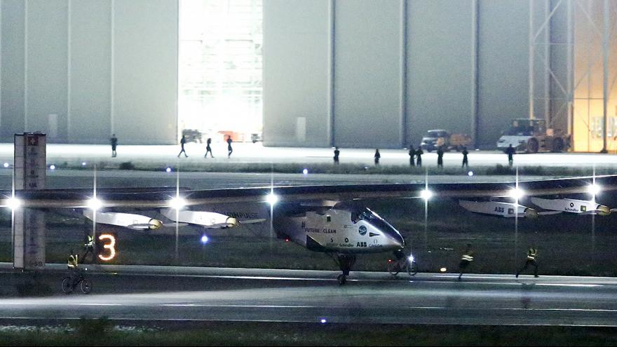 الطائرة الشمسية سولارإيمبولس 2 تحط في مطار ناغويا باليابان بسبب رداءة الأحوال الجوية