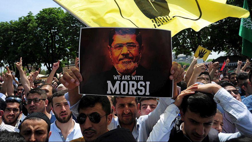 Egito: Ex-presidente Mohamed Morsi face à pena capital