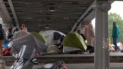 França: Acampamento de migrantes desmantelado em Paris