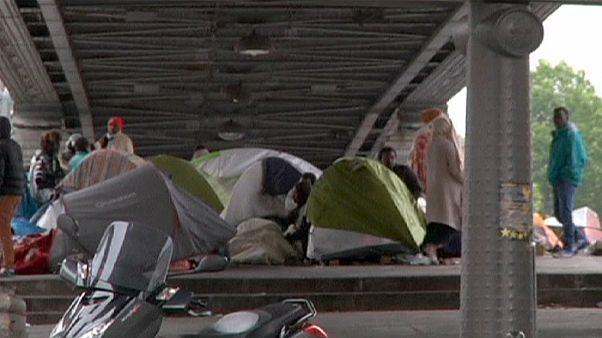 Paris'te Afrikalı göçmenlerin kaldığı çadırlar boşaltıldı