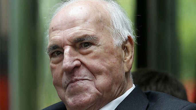 Allemagne : l'ex-chancelier Helmut Kohl hospitalisé en soins intensifs