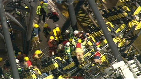 Inglaterra: 4 feridos graves em acidente em montanha russa