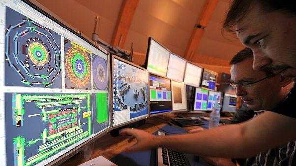 """Le Grand collisionneur de hadrons du CERN ouvre un """"nouveau chapitre de la physique"""""""