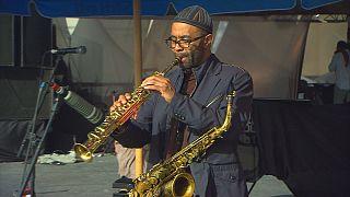 Ο σαξοφωνίστας Κένι Γκάρετ στην Εσαουίρα