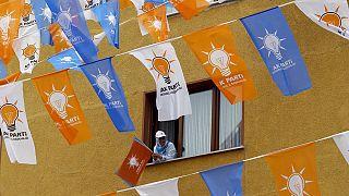 """Türkiye'de seçim tartışmaları """"baraja"""" kilitlendi"""