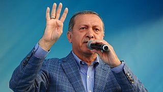 """Türkiye """"Başkanlık Sistemi'ni"""" tartışıyor"""