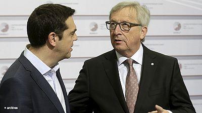 """Juncker vede Tsipras, lotta contro il tempo per evitare la """"Grexit"""""""