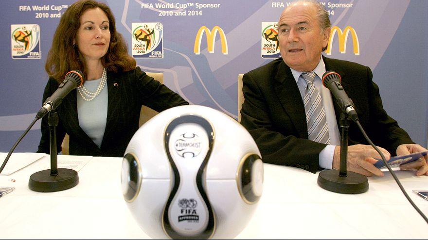 Business Line: FIFA mercek altında, Apple atakta
