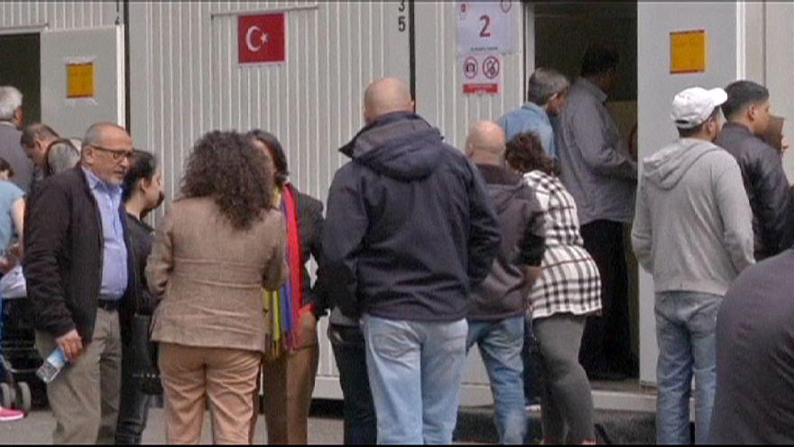 На турецких выборах первой проголосовала заграница