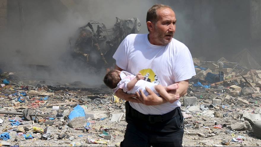 Syria regime barrel bombs kill 37, monitor says